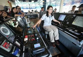 斥資8.9億勵進號研究船高雄啟用 海研船首位女船長黃久倖:壓力還好
