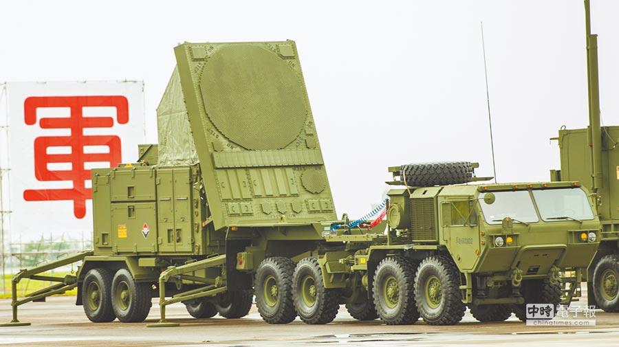 所謂「以地面防空飛彈全程監控」,使用的必然是愛國者相列雷達,或者是天弓飛彈的長白相列雷達,然而這種飛彈雷達並非是監看空域的航空管制雷達。(本報系資料照片)