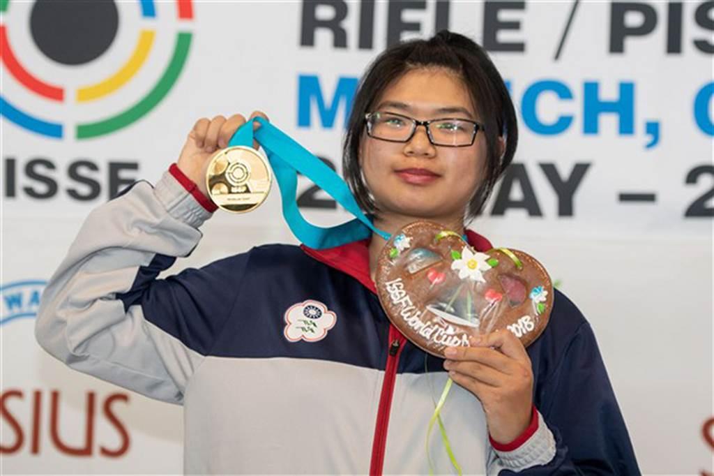 林穎欣繼5月射擊世界盃贏得10公尺空氣手槍個人賽金牌後,又在亞運混團破亞運紀錄摘金。(資料照/翻攝自國際射擊總會官網)