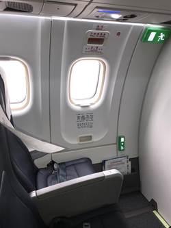 登機急著試開逃生窗 男澎湖遊泡湯還遭罰1萬元