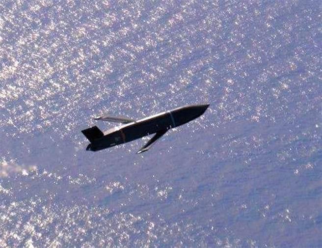 進入最後終端飛行的LRASM飛彈。(圖/美國海軍)
