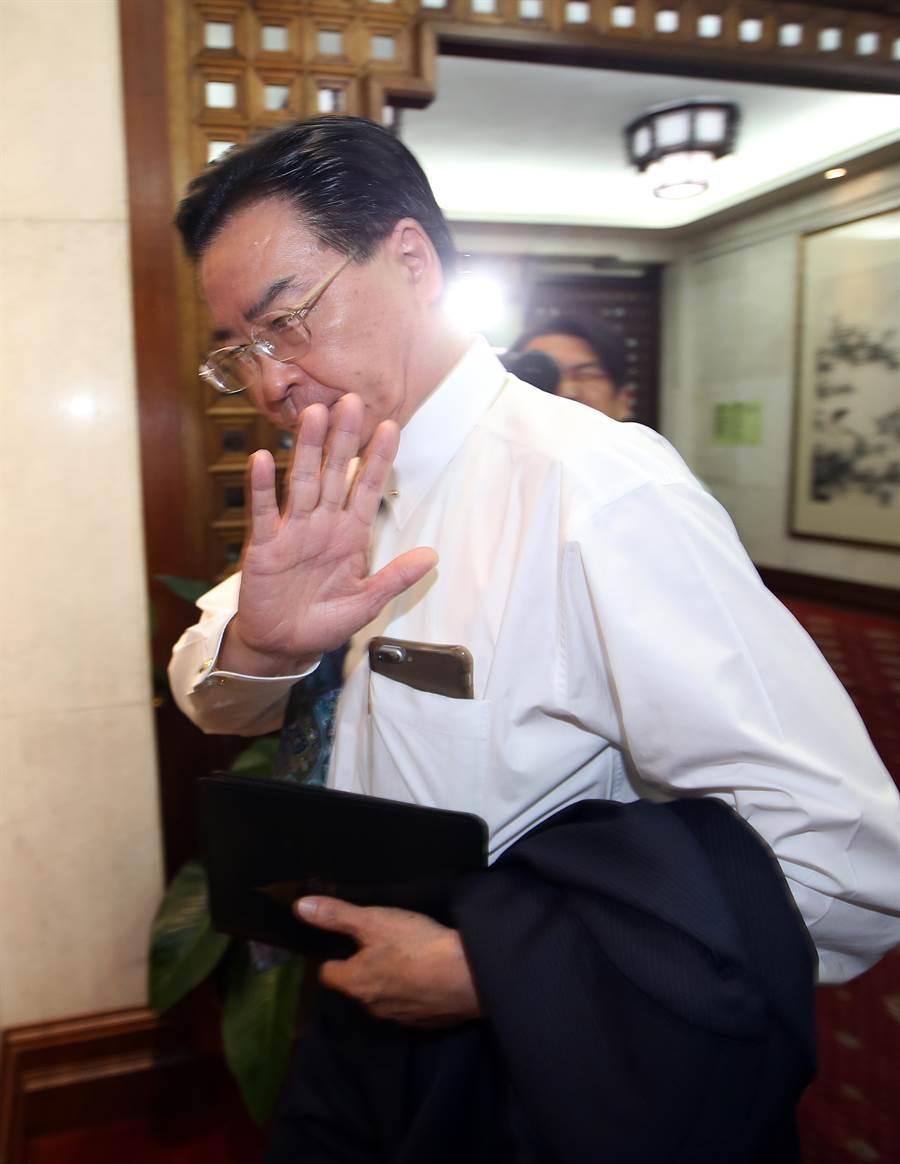 外交部長吳釗燮神情凝重進入外交部。(陳信翰攝)