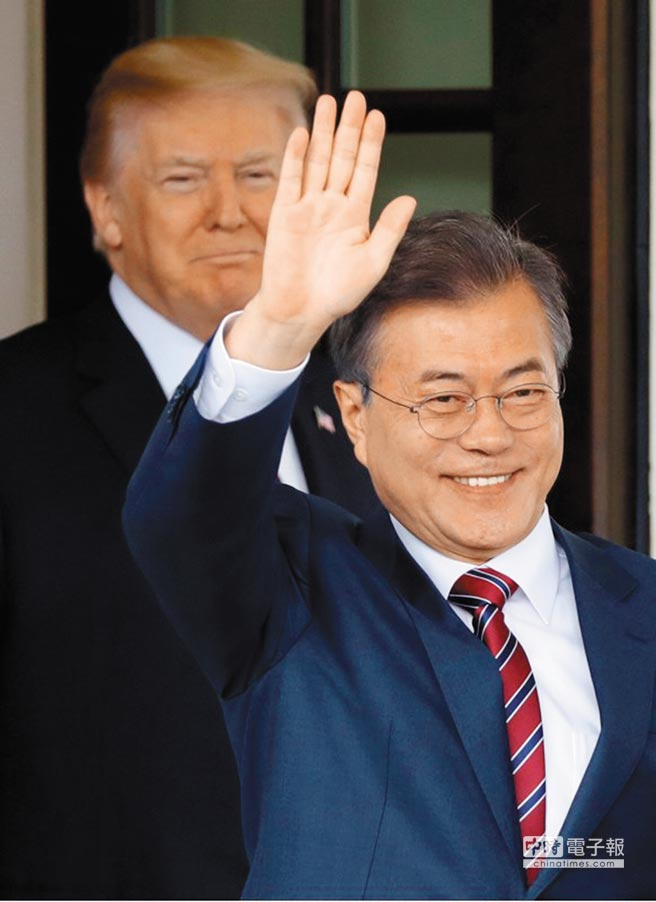 為朝鮮半島和平奔走的南韓總統文在寅離開美國不久,川普就宣布川金會破局,讓文在寅面臨重大政治挫折。(路透)