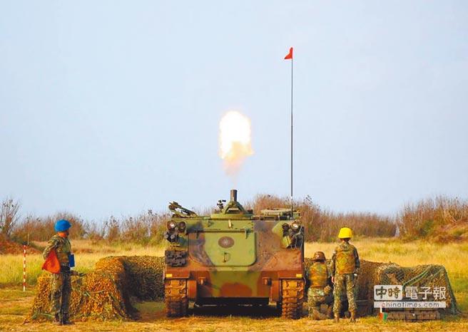 漢光演習24日預演,澎湖防衛部進行陸軍機步營的戰車與迫砲等實彈射擊。(澎防部提供)