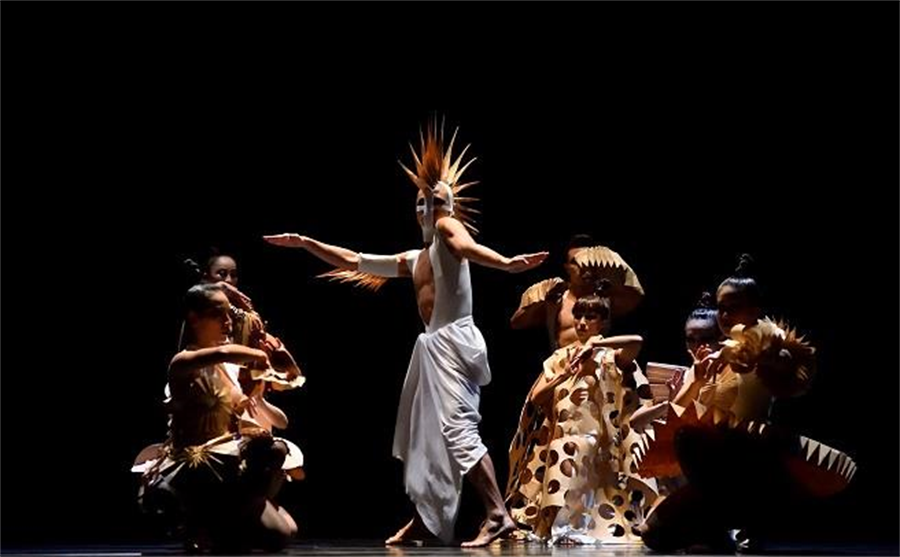 肢體音符舞團《月牙泉》劇照。