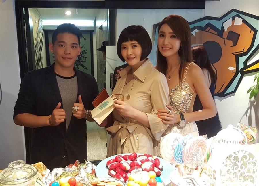 黃景裕(左起)、蕭淑慎、海倫清桃一同現身記者會。