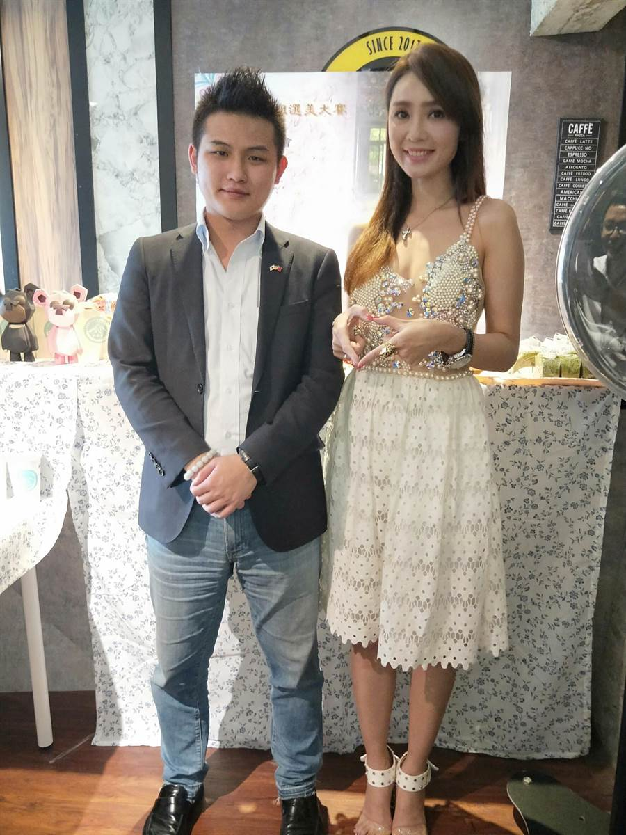 梁軒安(左)也出席海倫清桃主持的記者會。