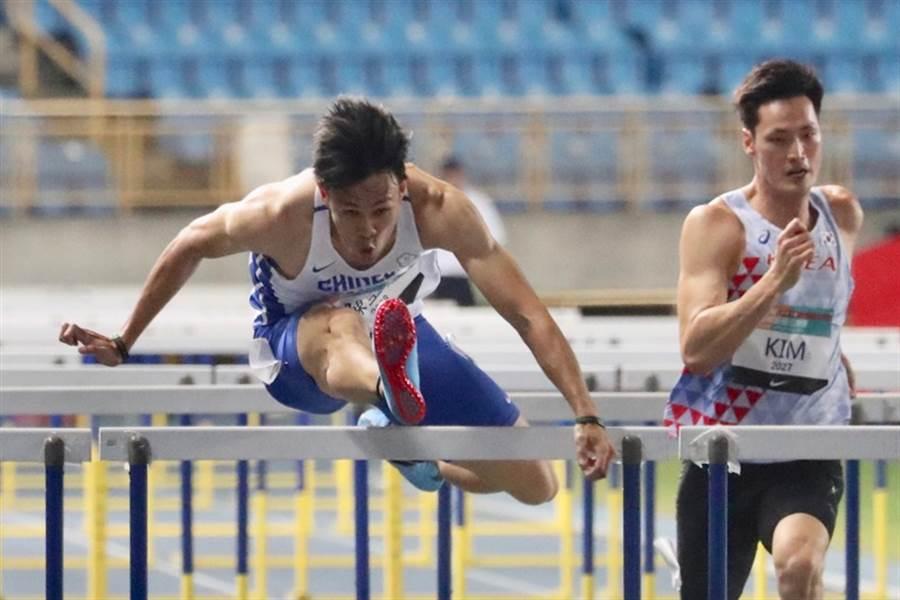 去年三度改寫全國紀錄的跨欄好手陳奎儒,今天在青年盃小試身手,目標瞄準卡達亞錦賽。(中央社資料照)