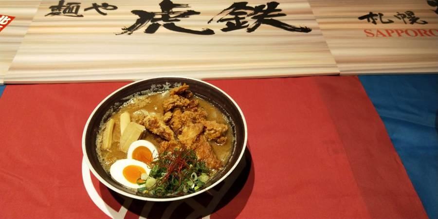 「虎鐵」札幌豚骨特製炸雞拉麵摘下最佳人氣獎。(陳淑娥攝)