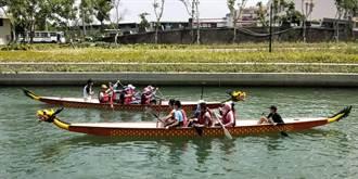 台中龍舟賽練習首日 36隊下水划槳有8艘翻船