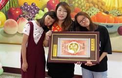 母代父職照顧2女 印尼新住民獲選自強媽媽