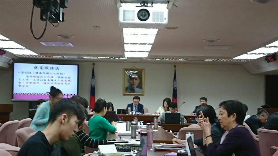 立法院社福及衛環委員會今進行專題報告,藍委徐志榮卻話鋒一轉,問到教育部代表有關管中閔案的問題。(廖德修攝)