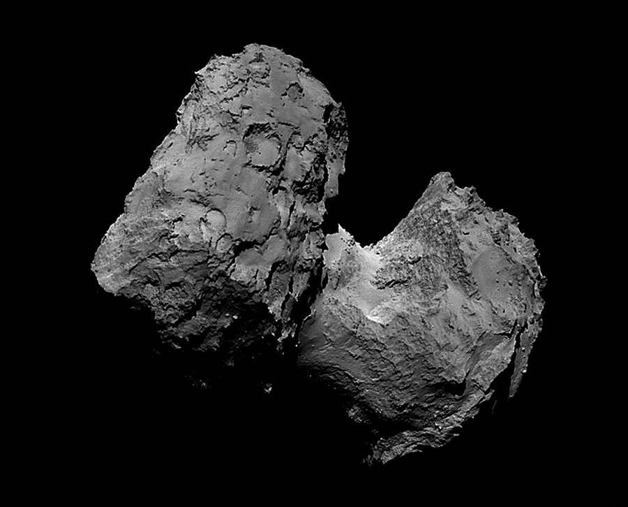 羅賽塔號所拍攝的67P彗星,是個形狀非常不規則,密度不均的冰與灰塵混合物。(圖/ESA)