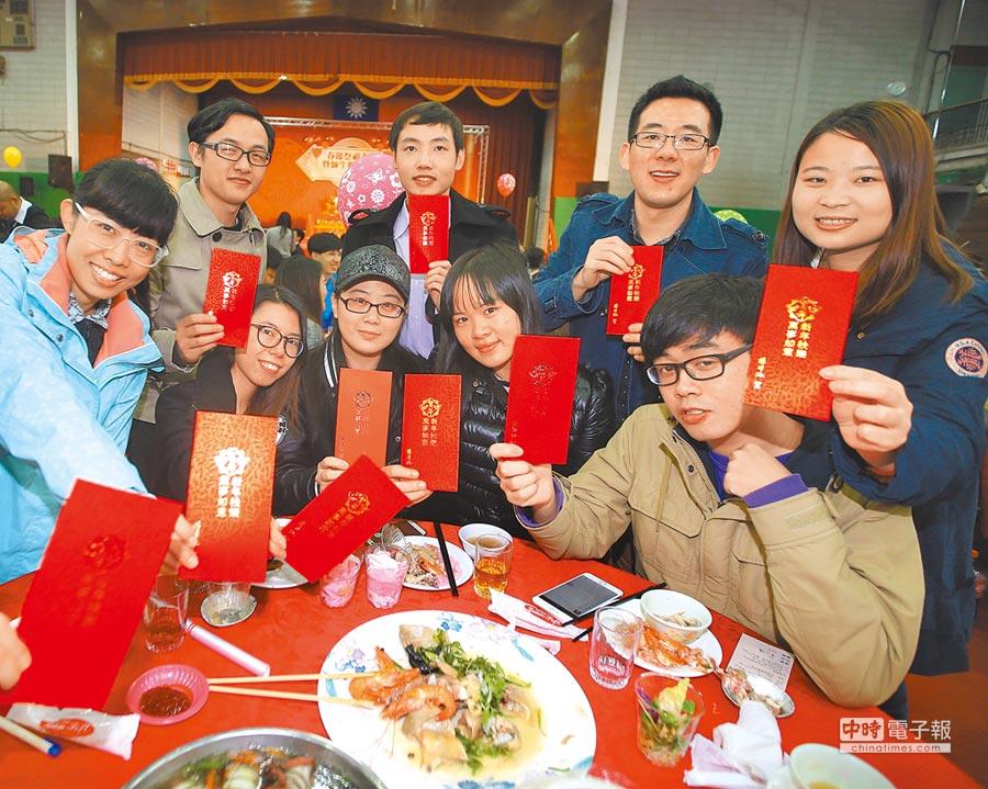 台大曾為陸生及外籍生舉辦春節聯誼餐會。(本報系資料照片)