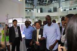 海地共和國總統訪華團參訪中科  對AI機器人驚艷不已