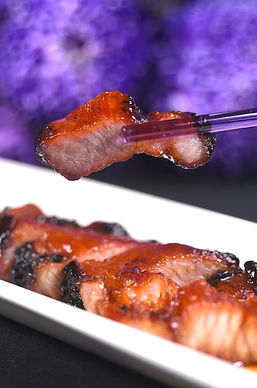 更改過食材後,現今〈紫艷〉的〈叉燒肉〉吃來更有滋有味。(攝影/姚舜)