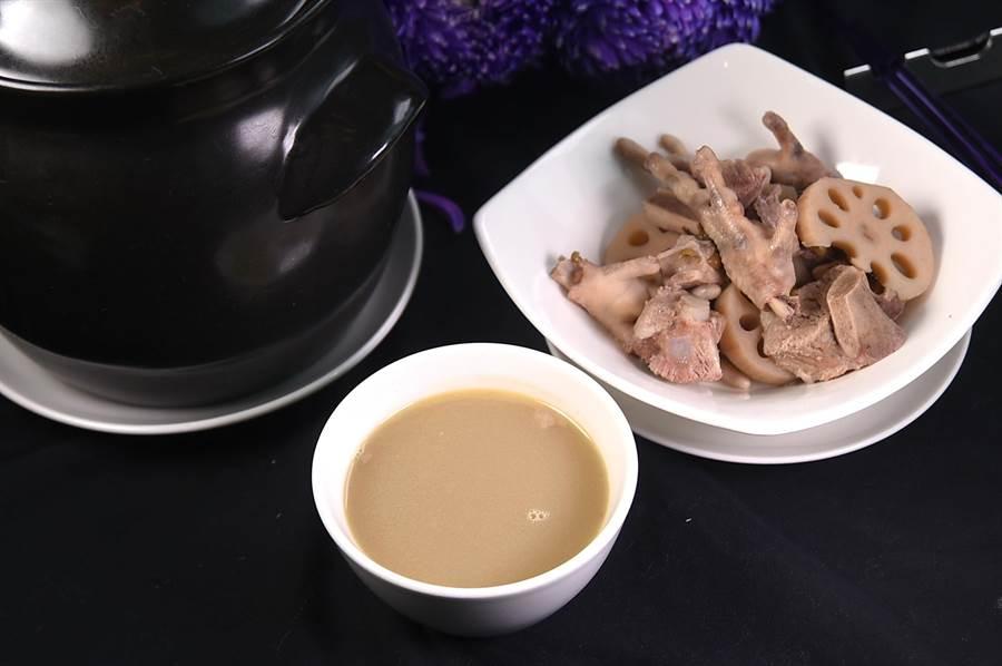 用料足、時間夠,〈紫艷〉煲的〈例湯〉較過往更鮮濃有味。(攝影/姚舜)