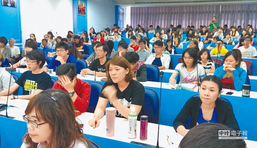 2014年6月21日,第六屆海峽百姓論壇「姓氏與中華傳統文化」吸引高屏區200名大學生到場。(本報系資料照片)