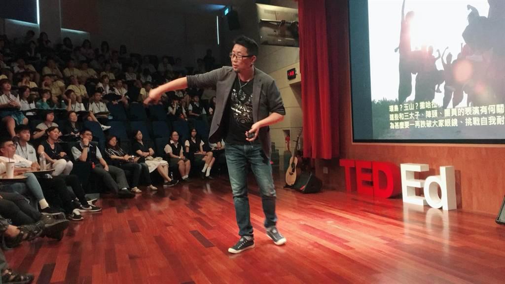 九天民俗技藝團副團長李光正分享如何從經營技藝團。(葉書宏翻攝)