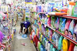 臺東地震劇烈 五金行貨品掉滿地