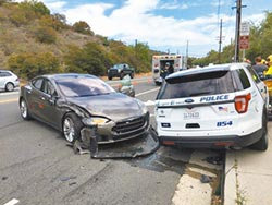 特斯拉自駕又出包 Model S撞警車