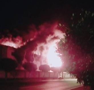 全興工業區工廠火警塑膠粒噴出如火山爆發景象駭人