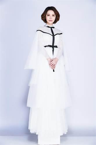 穿晚禮服拍形象照 購物專家獻出時尚初體驗