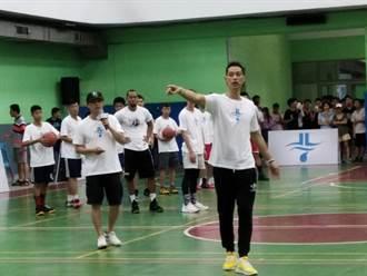 林書豪回彰化故鄉 捐贈100顆籃球