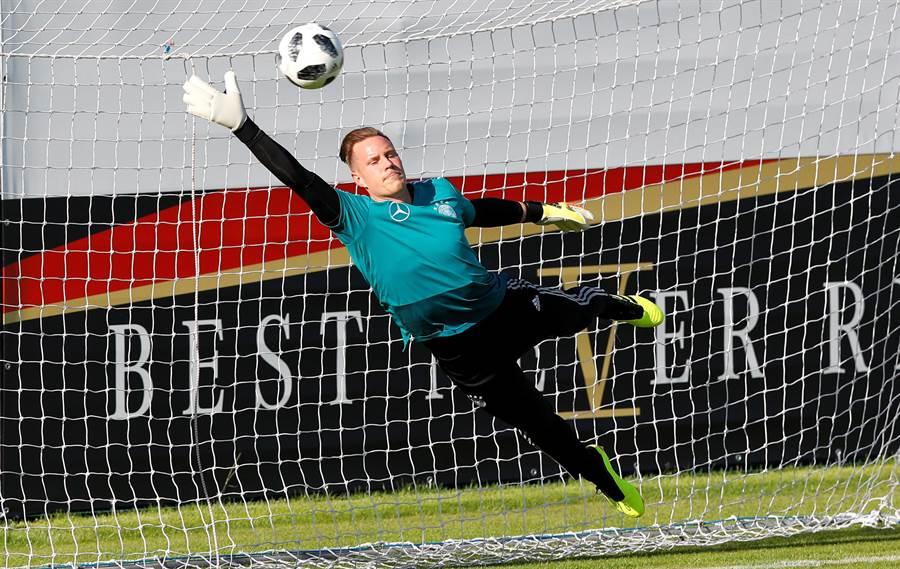 特史岱根幫助德國贏得洲際國家盃冠軍,現在已是巴塞隆納當家門神,有可能頂替諾伊爾先發。(路透資料照)