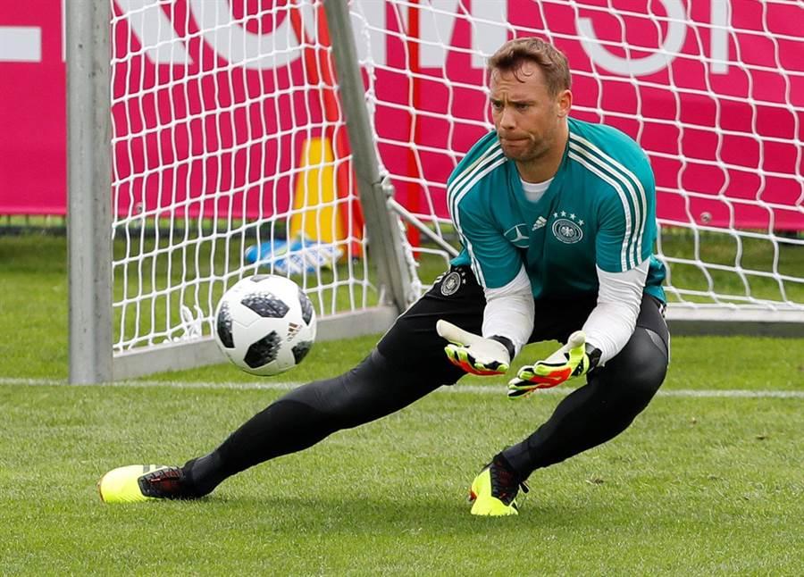 諾伊爾已在德國隊閉門練習賽復出把關,但體能與心理狀態仍待觀察。(路透資料照)