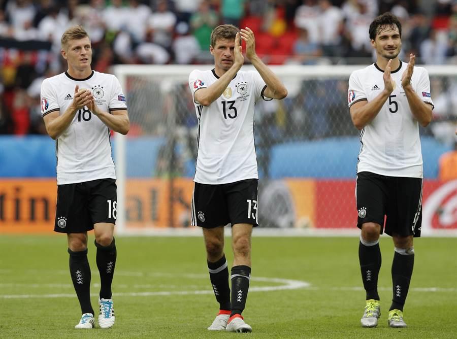 4年前的奪冠主力克羅斯(左起)、穆勒、胡莫斯仍在德國陣中。(美聯社資料照)