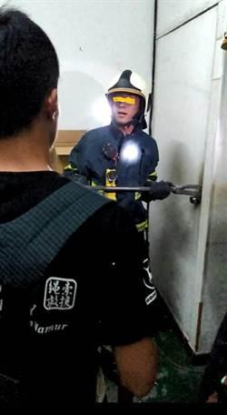 「警察來了!」  地下六合彩反鎖2鐵門  警強攻逮人
