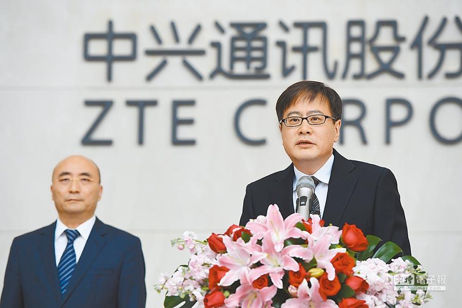 中興通訊董事長殷一民(右)與中興通訊黨委書記樊慶峰(左),日前聯袂出席記者會。  圖/中新社