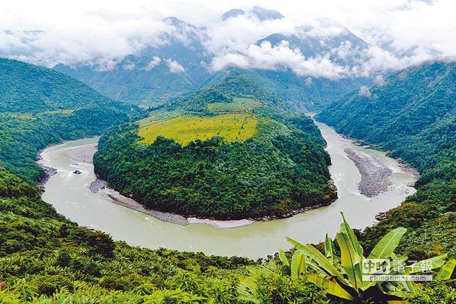 西藏林芝地区墨脱县雅鲁藏布江大拐弯。(中新社资料照片)