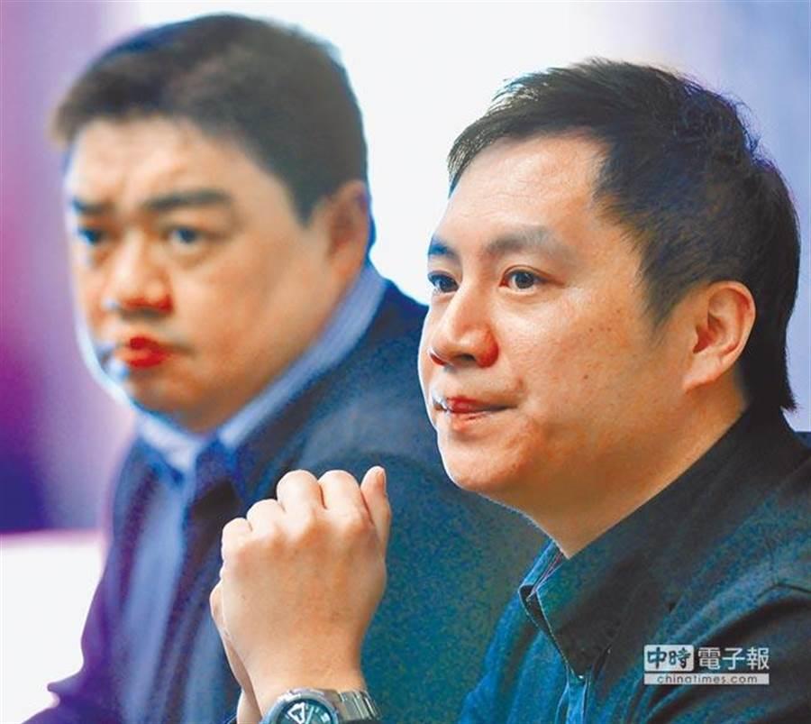 大陸民運人士王丹(右)將成立智庫「對話中國」,引發學者質疑。吾爾開希(左)過往負面評價不少