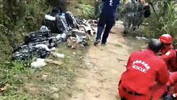 F-16墜機點空拍曝光 飛機殘骸噴飛四射