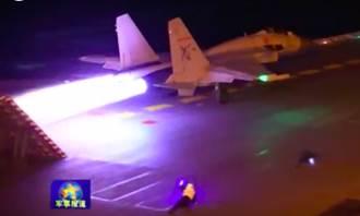 影》殲-15夜間降落比白天難5倍!著艦就像炸彈撞航母