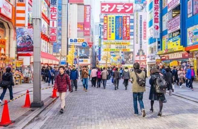 日本已變成窮人的天堂?圖為東京街頭。(達志影像/shutterstock提供)