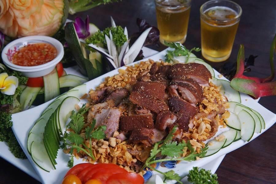 下酒菜競賽4強店家(「阿榮海鮮鵝肉餐廳-塩酥豬腳」)。(柯宗緯翻攝)