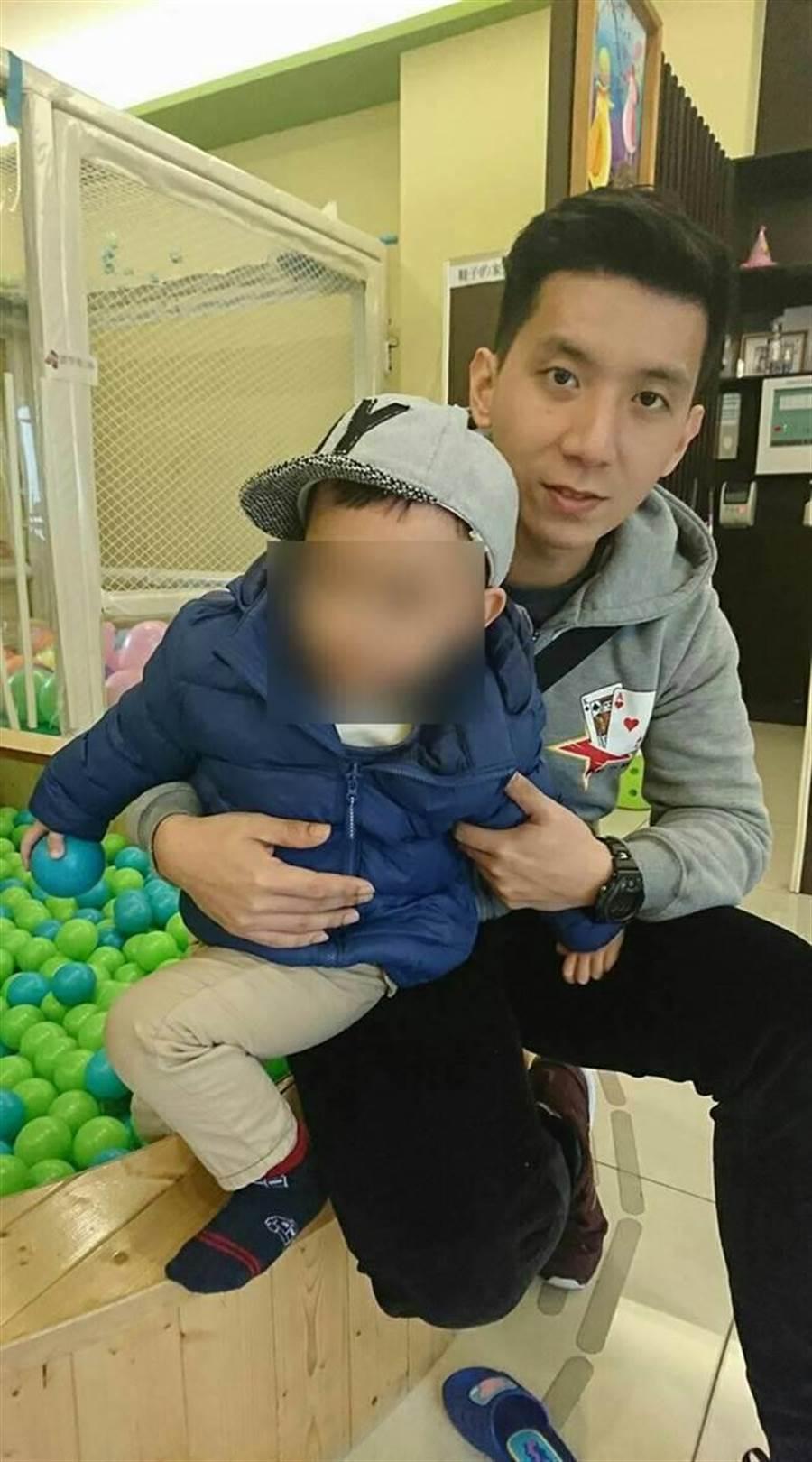 殉職飛官愛家愛小孩  一句「兒子對不起」讓人淚崩 (翻攝自臉書)