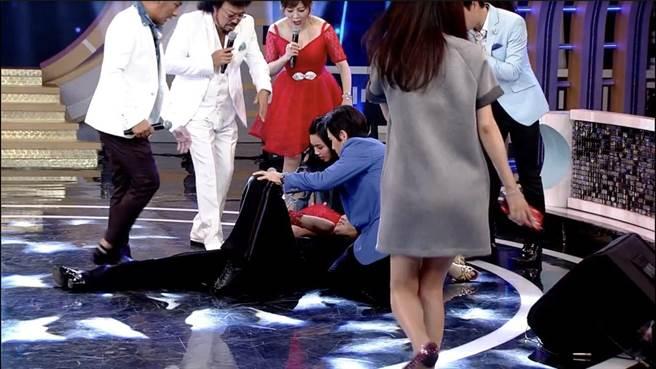 瑪格莉特跌倒,錄影一度中斷。