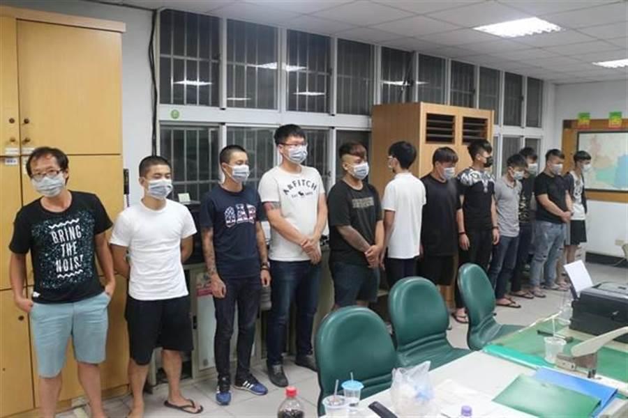 屏東潮州一天兩命案,警方帶回21名涉案人問訊後,發現兩案竟是男女感情案錯殺。(潘建志翻攝)