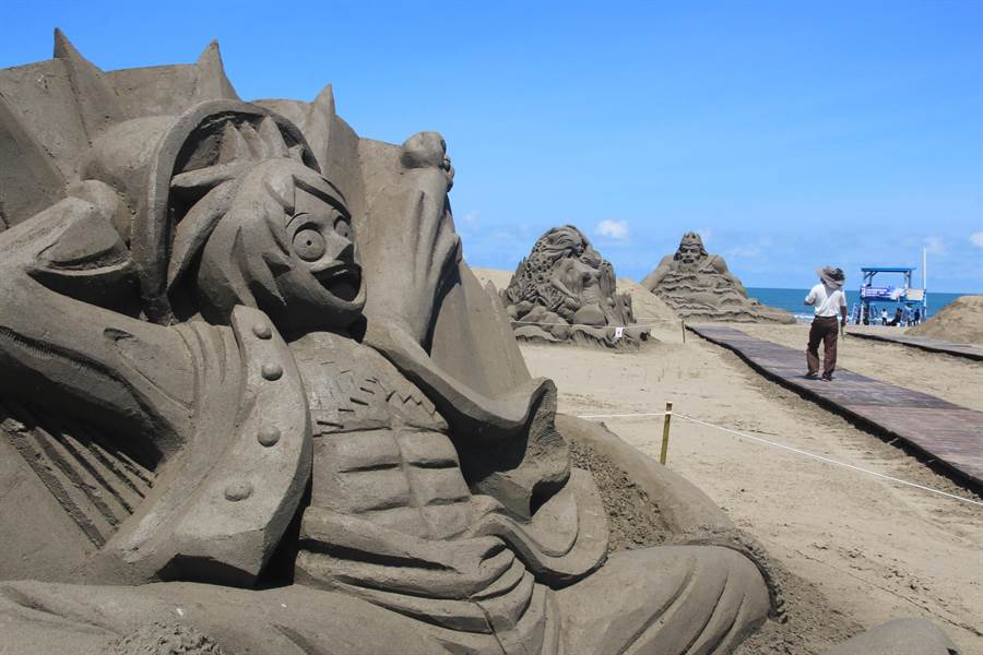 一見雙雕藝術季即將於7月登場,今年因為馬沙溝濱海遊憩區仍在整修,沙雕場地將移師馬沙溝北航道堤岸舉辦。(資料照片,莊曜聰攝)