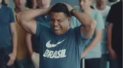 世足花絮》胖羅新廣告客串 致敬98世足巴西隊