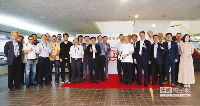 乒乓話網、天來集團、AOPEN等業者進行合作簽署。圖/工業局提供