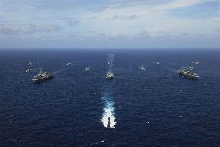 2007年「馬拉巴」聯合軍演艦群。(摘自美國海軍官網)