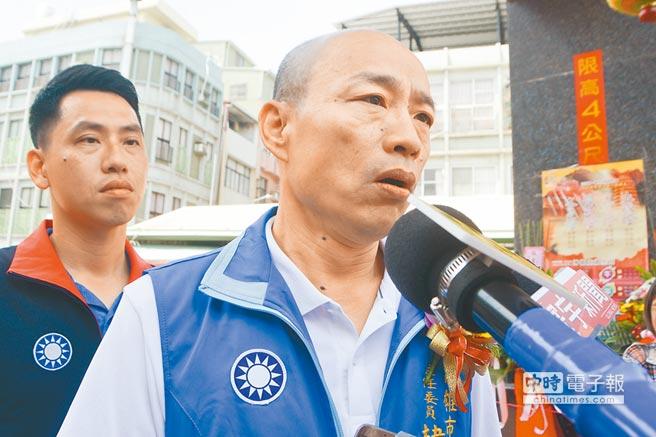 面對農委會副主委陳吉仲拿他與吳音寧比一比,韓國瑜說陳吉仲刻意扭曲玩文字遊戲,批民進黨「不抹黑就不會選舉」。(林宏聰攝)