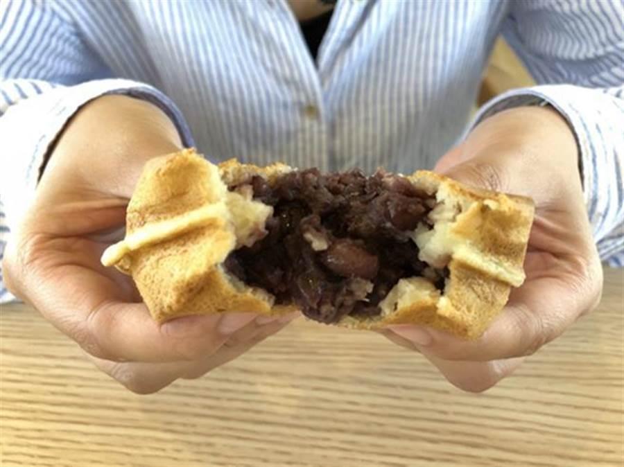 「七里香咖啡」吃的到中壢夜市知名紅豆餅。