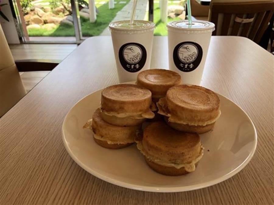 咖啡廳喝咖啡吃紅豆餅,可說是國內第一家。