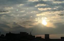 熱帶性低氣壓殘留雲系影響 今局部大雨、明各地有雨